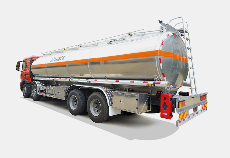 32 Tons of Fuel Tanker